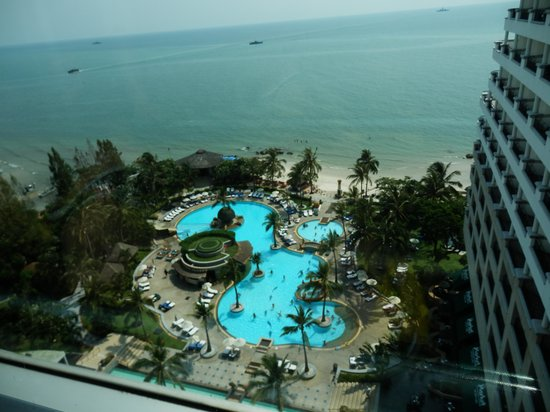 Hilton Hua Hin Resort & Spa: Pool Area view from the Elevator
