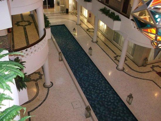 Hotel Oriental: Fountain