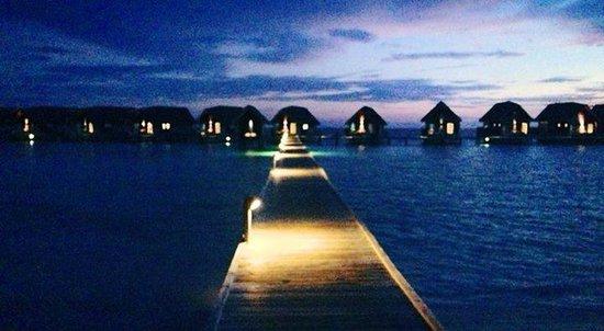 Cocoa Island by COMO : cocoa island at dusk