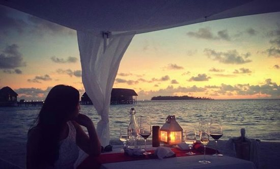 Cocoa Island by COMO: amazing sunset dinner on the beach