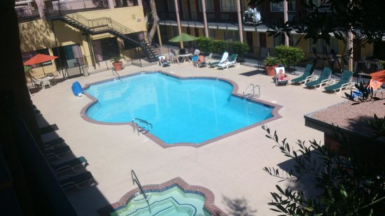 Mardi Gras Hotel & Casino: POOL AREA