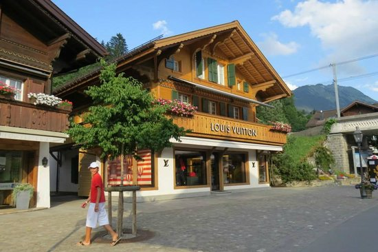 Hotel Bernerhof Gstaad: Street view