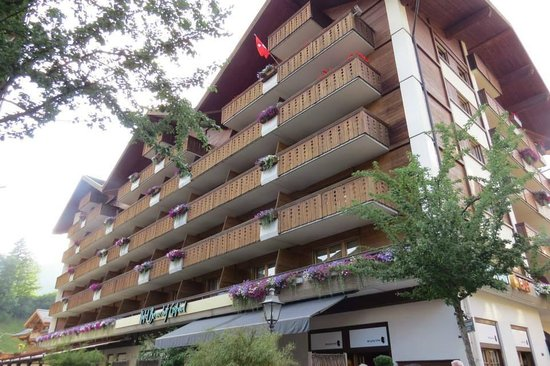 Hotel Bernerhof Gstaad: Hotel Bernerhof exterior