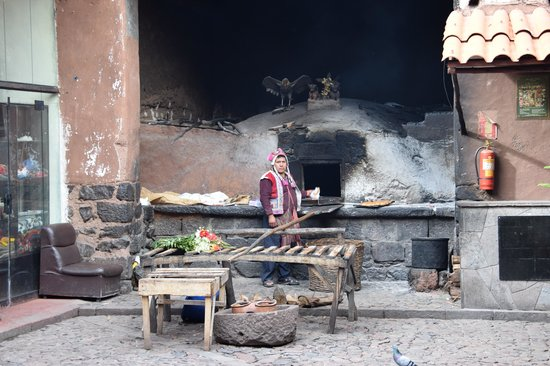 Pisac: The bakery who cooks the guinea pigs