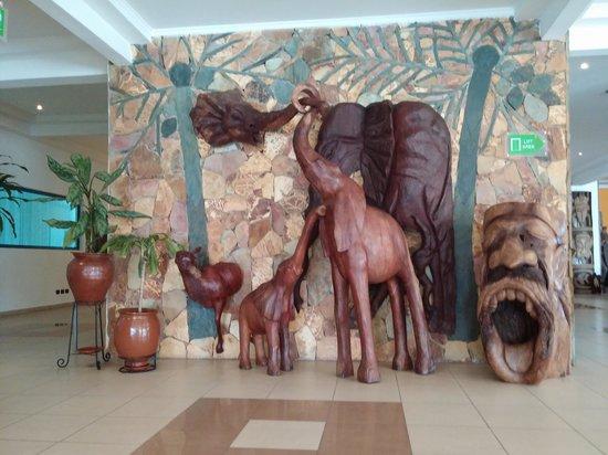 Holiday Inn Accra Airport: HI hotel lobby