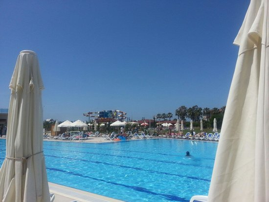 Kahya Hotel: Zwembad en glijbanen Kahya resort