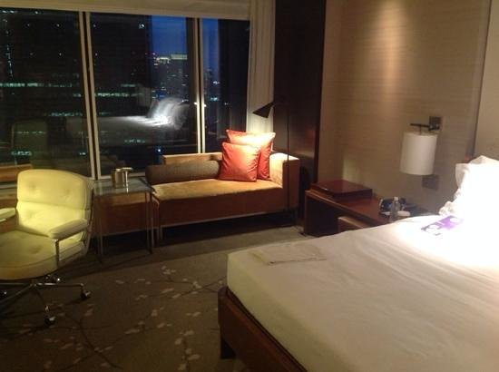 Conrad Tokyo: Large room ... particularly for Tokyo