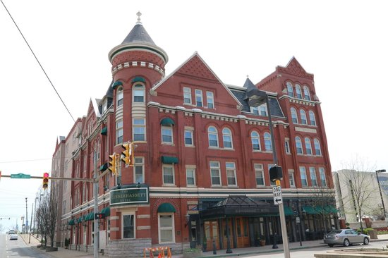 The Blennerhassett Hotel: Lovingly restored hotel, town not so much.