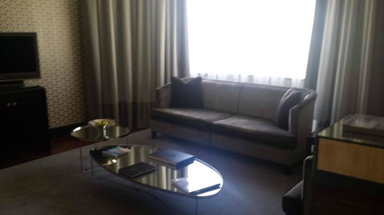 No 5 Boutique Art Hotel: Presidential Suite living room