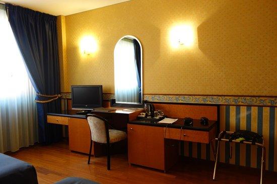 Hotel Giberti: Номер, Giberti Hotel