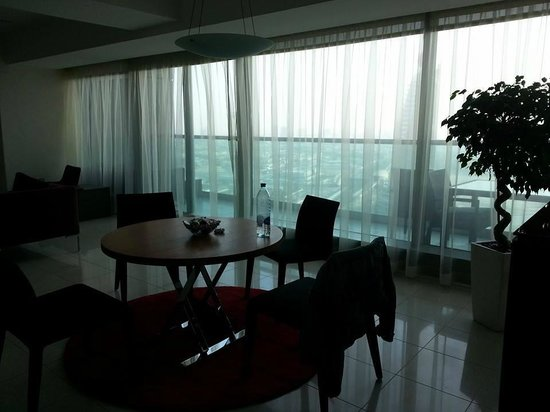 Jumeirah Living World Trade Centre Residence: living room