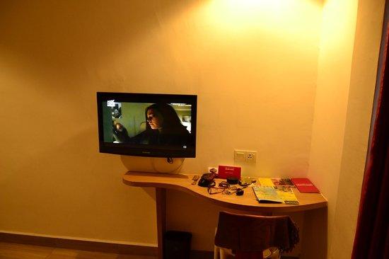 favehotel Cenang Beach - Langkawi : room..tv..