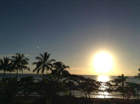 Sea Change Beachfront Apartments: Patio 7am at Sea Change
