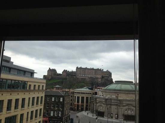 Sheraton Grand Hotel & Spa: View of castle from club room
