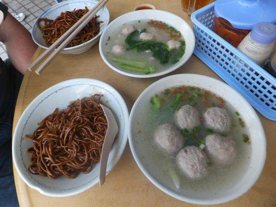 Kedai Kopi Melanian 3: 2 sets of noodles with respective meatball soup... SANG NYUK Noodles