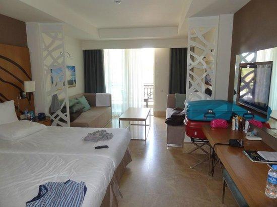 Paloma Oceana Resort: spacious and clean room