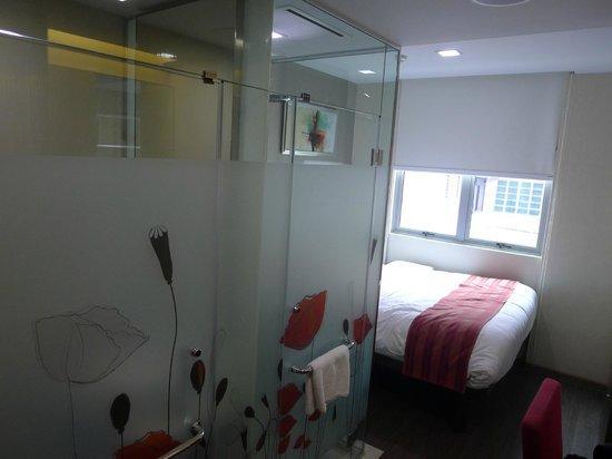 Hotel Clover 5 HongKong Street: Overall tight space