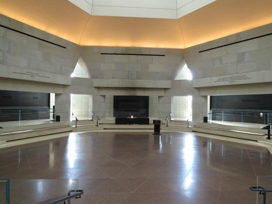 United States Holocaust Memorial Museum : Hall of Remembrance