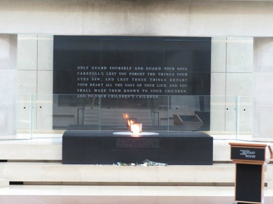 United States Holocaust Memorial Museum : Eternal flame