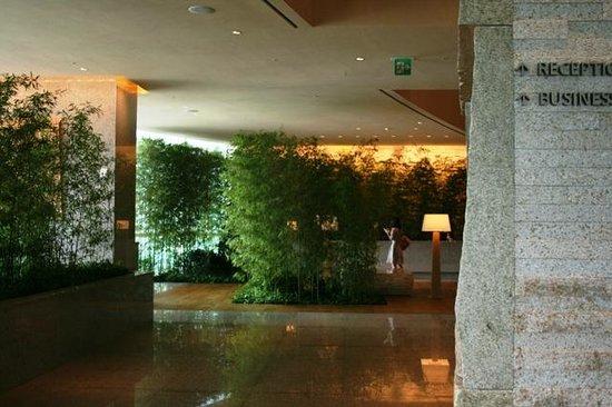 Park Hyatt Busan: зона ресепшн 15 этаж