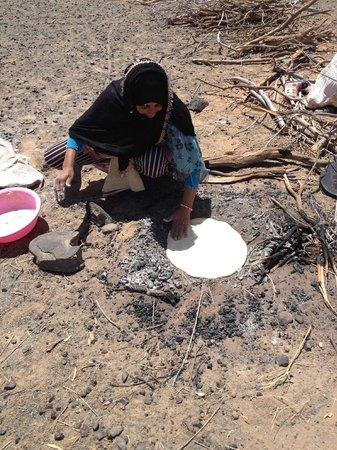 Peace Morocco Tours: Nomaden bakken brood