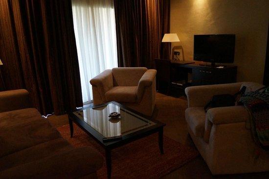 SENTIDO Kenzi Menara Palace : coin salon de la suite