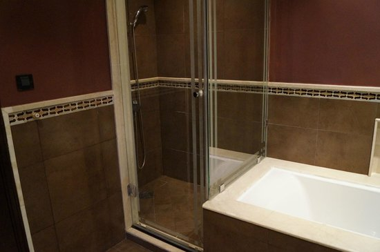 SENTIDO Kenzi Menara Palace: salle de bains, la douche