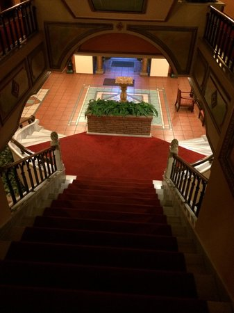 Sultanahmet Palace Hotel: Stairs to ground floor