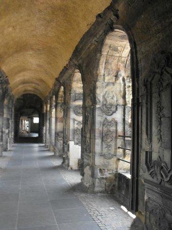 Porta Nigra: Теневая сторона
