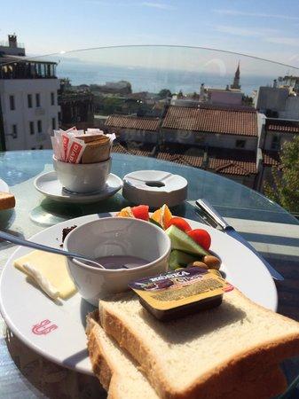 Sultanahmet Palace Hotel: Breakfast on the terrace