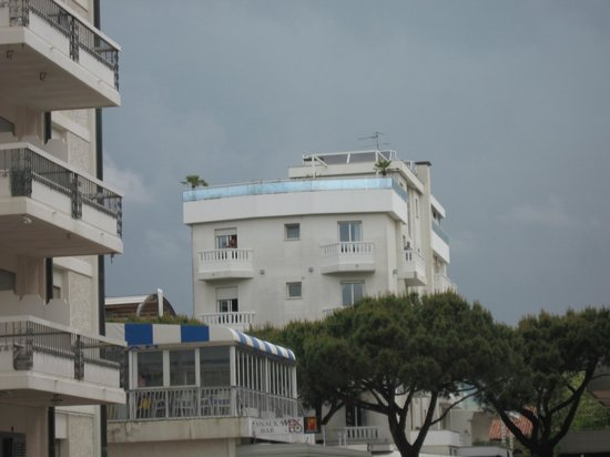 Hotel Tropical-view of the building in distance