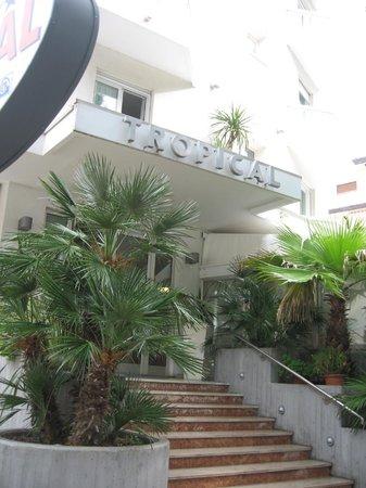 Hotel Tropical-entrance
