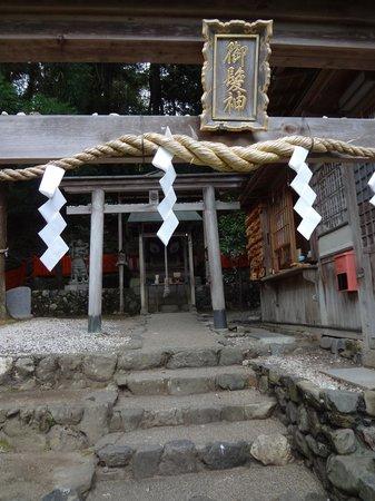 Mikami Shrine: 鳥居です。