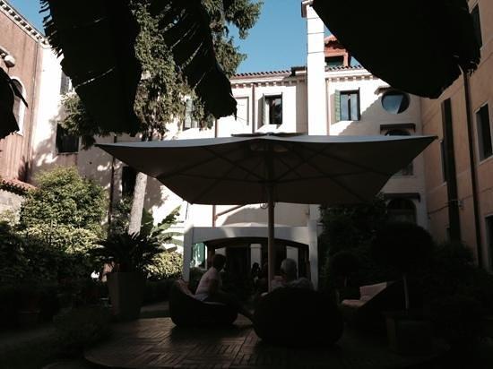 Hotel Abbazia: Courtyard