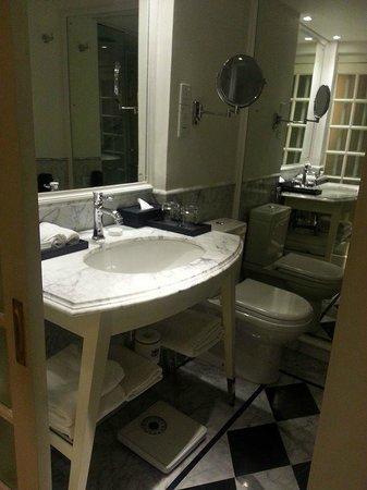 The Kingsbury: room