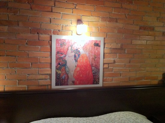 Geneva Park Hotel : Стена в номере