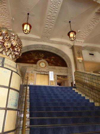 Hotel New Grand : 旧館の階段