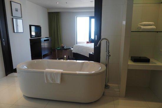 Hyatt Regency Phuket Resort: large bathroom