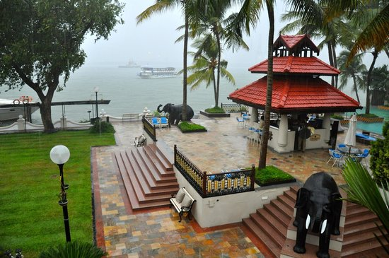 Taj Malabar Resort & Spa Cochin: Grounds being nourished by early monsoon showers