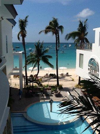 Boracay Ocean Club Beach Resort: vu de l escalier centrale