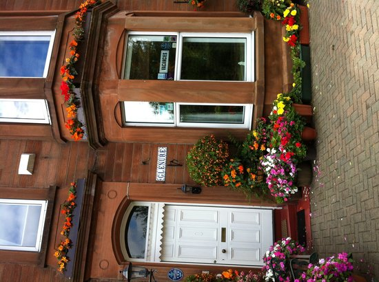 Glenure B&B: Parking at front of house