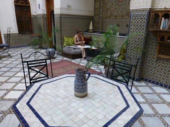 Riad Laayoun: vue de la fontaine patio central