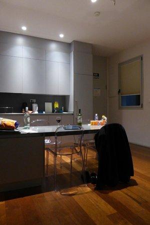 Eric Vokel Boutique Apartments - Madrid Suites: Kitchen
