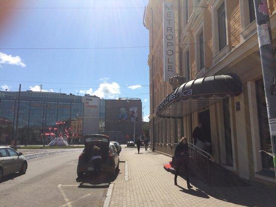 SemaraH Hotel Metropole : Вид с улицы