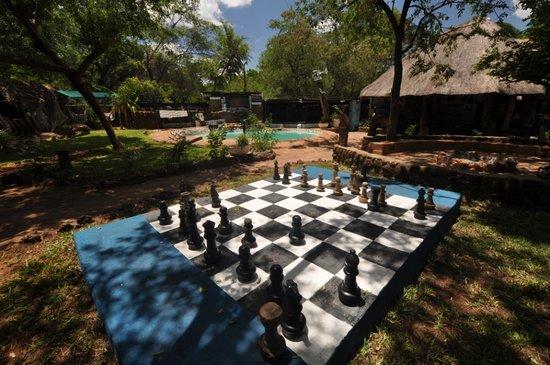 Victoria Falls Backpackers: Garden games