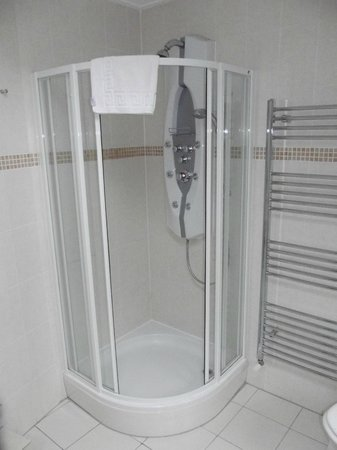 Ribblesdale Park: 2nd bathrrom shower
