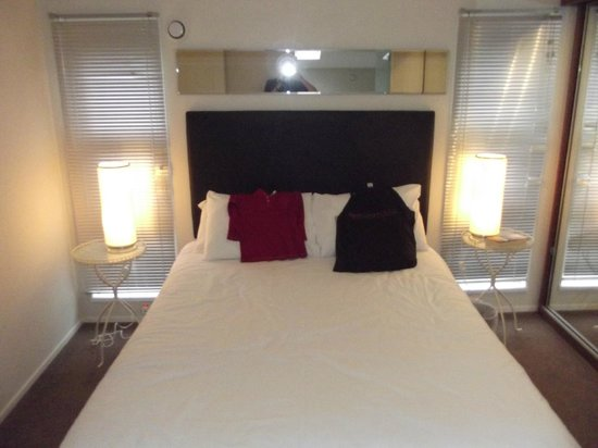 Ribblesdale Park: Main bedroom  (of 2)