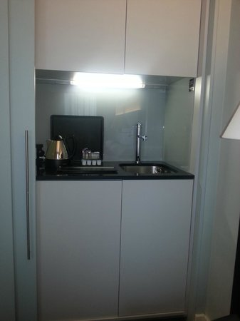 The Nadler Liverpool : Mini kitchen with sink, kettle, tea/coffee/ fridge, microwave