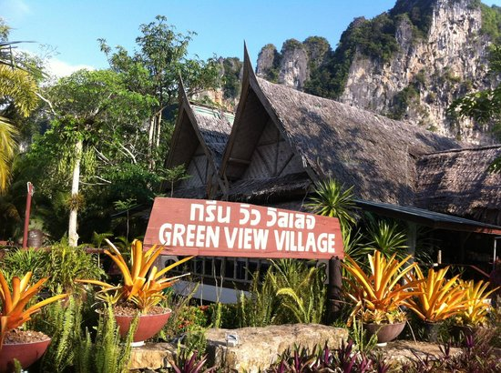 Green View Village Resort : acces entree hotel