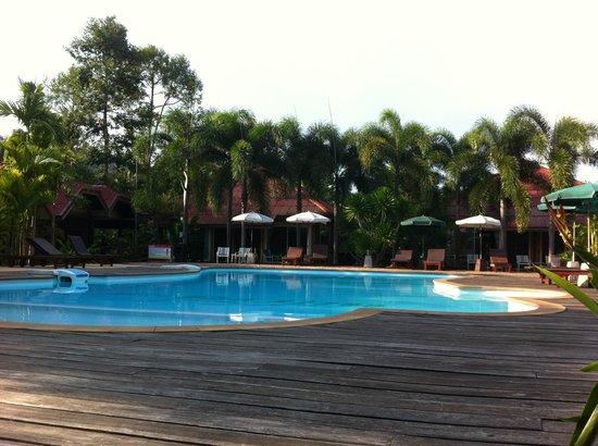 Green View Village Resort : belle piscine